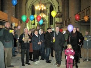 november-2014-stadtkirche-luftballons-trugen-wünsche-weiter